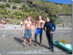 en la playa de Maro (metiendo barriga)