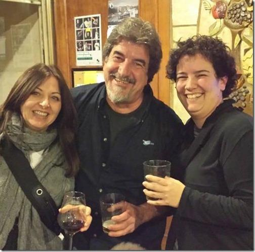 con Eva y Lore en el bar